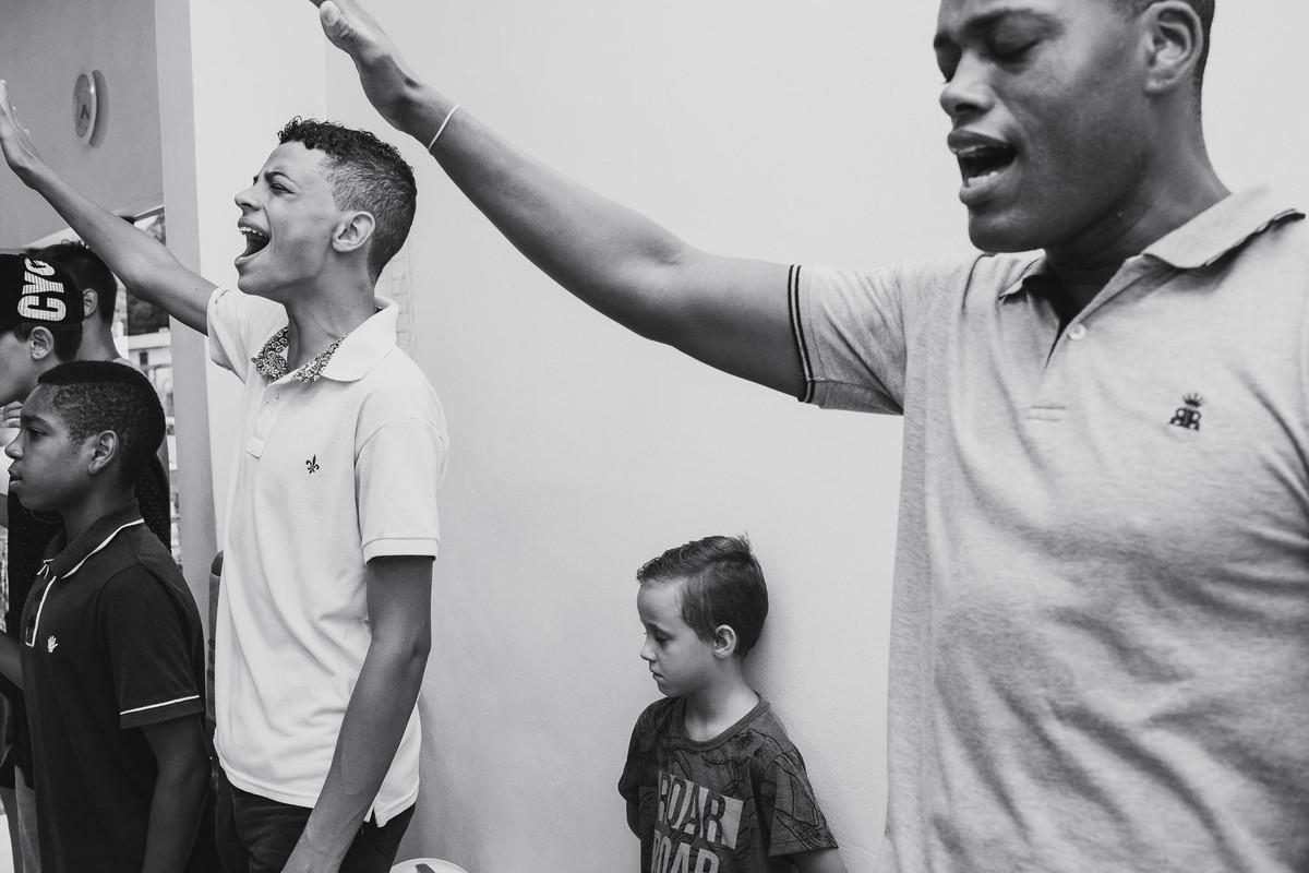Jovens que buscam e glorificam ao Senhor com toda sua força, amor, fé e entendimento na Hope Chapel Brasil em Estrela