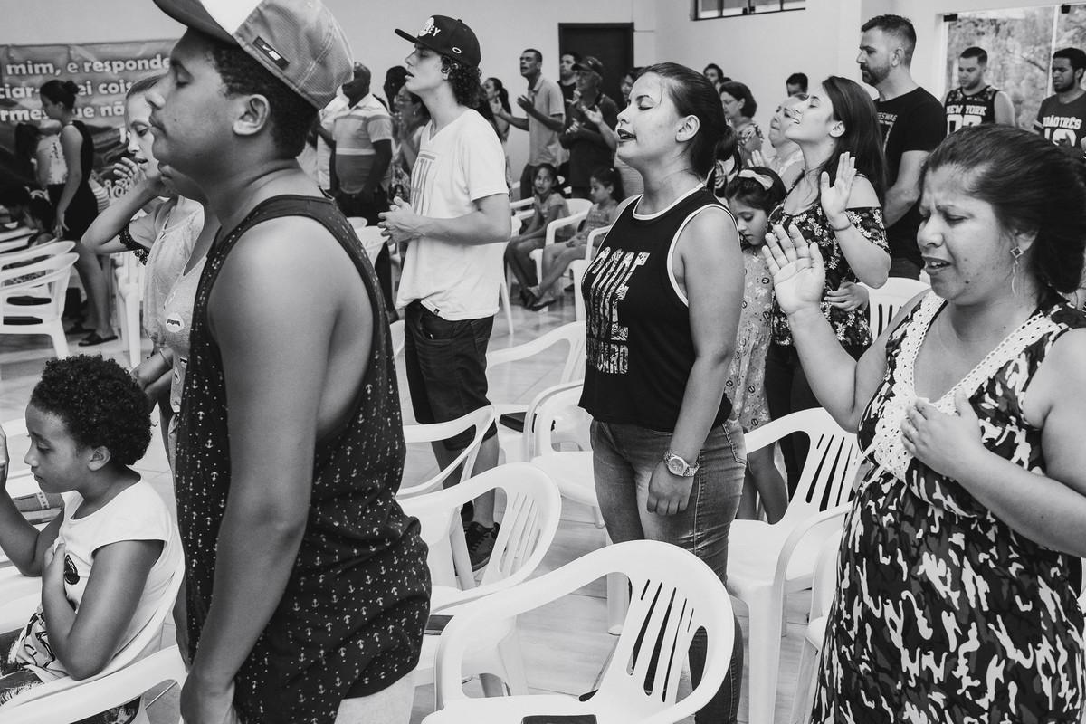 Os céus anunciam a sua justiça, e todos os povos vêem a sua glória durante culto na Hope Chapel Brasil em Estrela