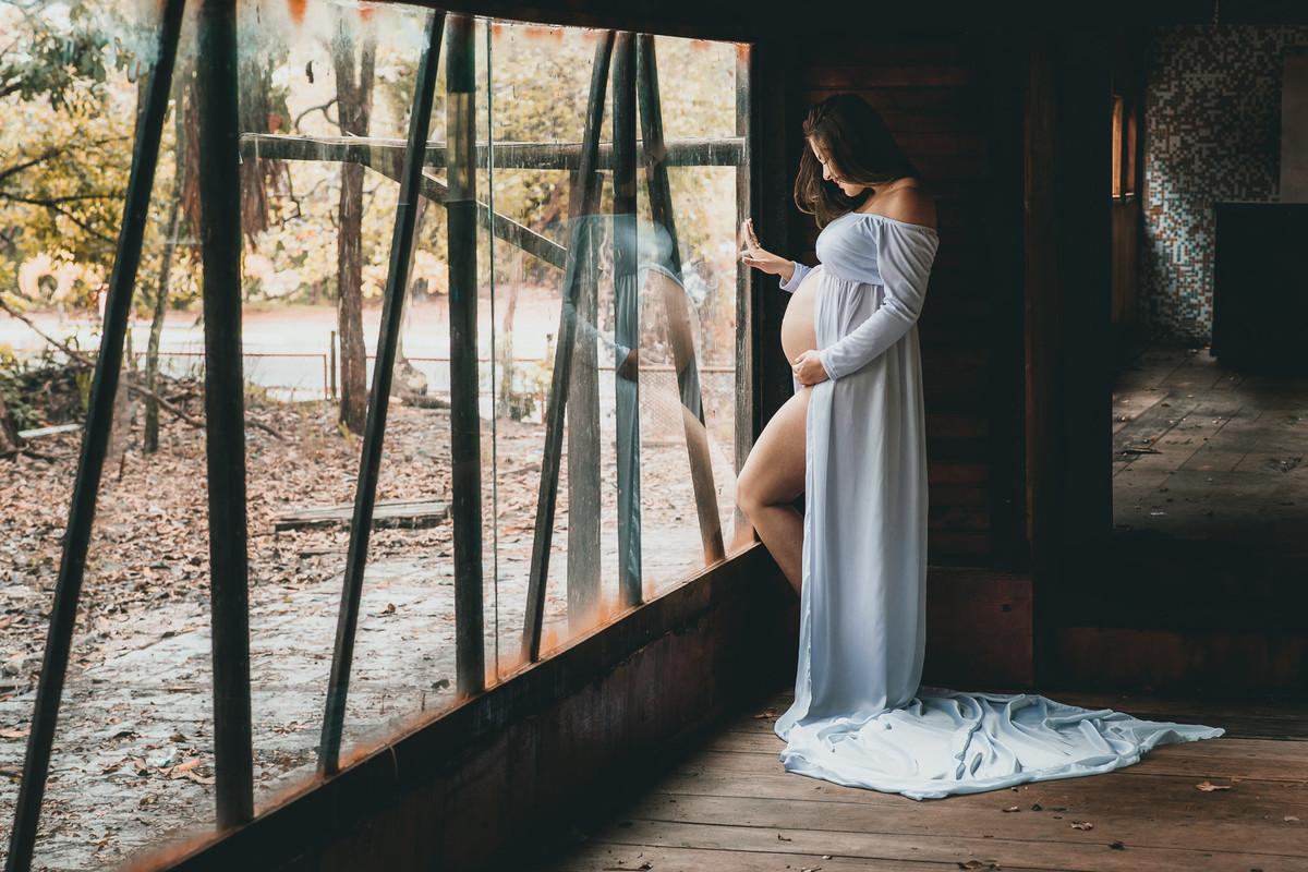 Registros únicos e olhar diferenciado em sessão de fotos de mulher grávida