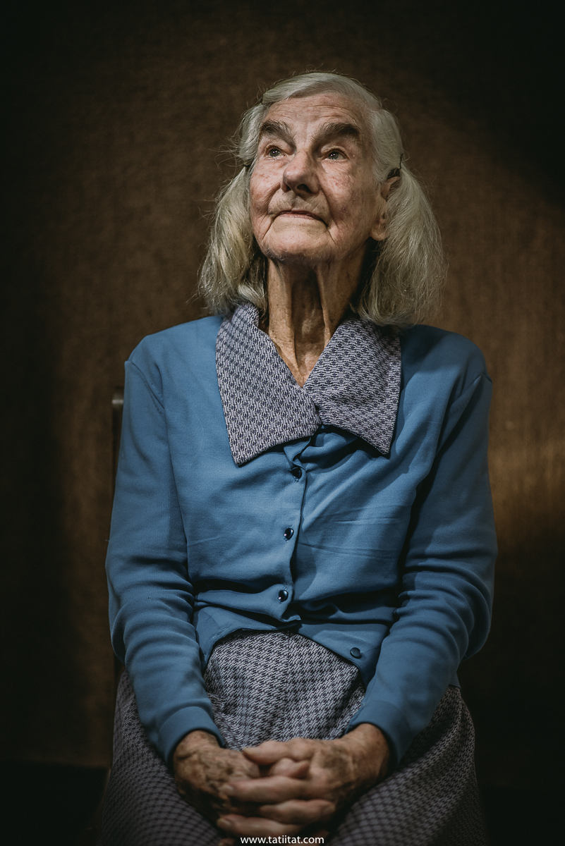 all the strength and subservience of the elderly woman portrayed in a sensitive and impressive way by the lenses of Tati Itat
