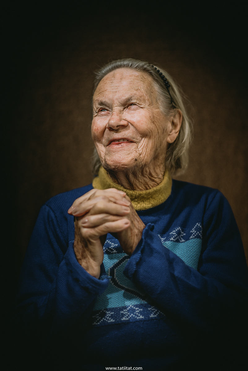 the elderly express their faith through poetic portraits that invades the soul