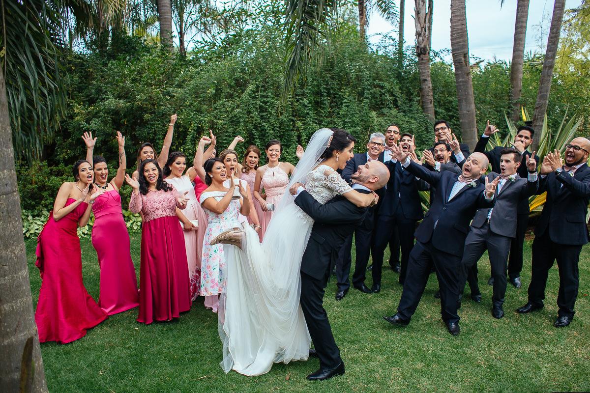 fotografia de casamento em brasilia no villa regia, vestido juliana penteado, fotos com padrinhos e madrinhas