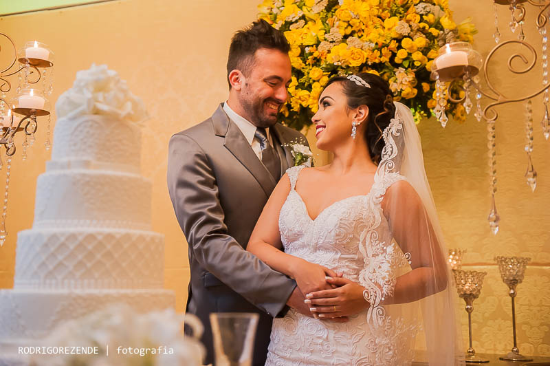 fotos de casamento, fotos do casal, fotos no bolo