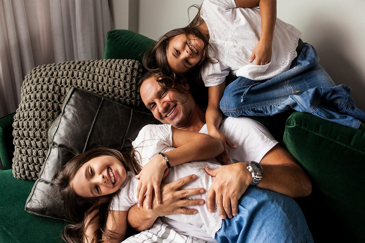 pai e filhas pose foto