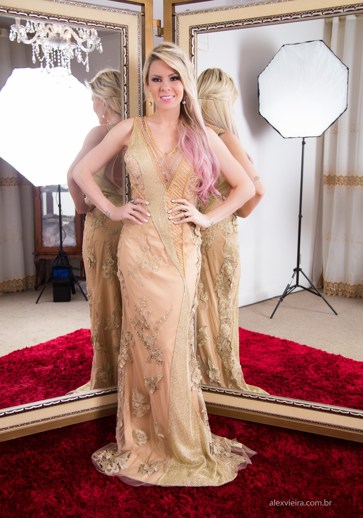 a atriz e modelo Youtuber @yakarapiotto