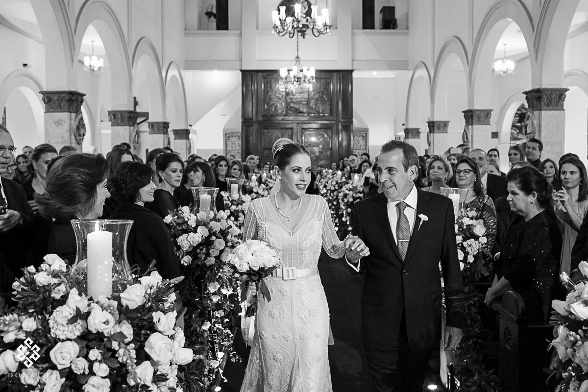 entrada da noiva na igreja São Jose do Jrd. Europa.