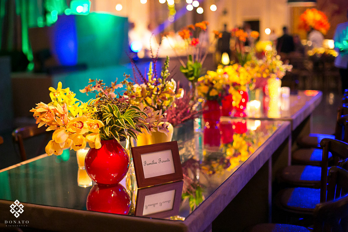 mesa da familia da noiva, com decoração linda da  Adriana Vianna Rocha