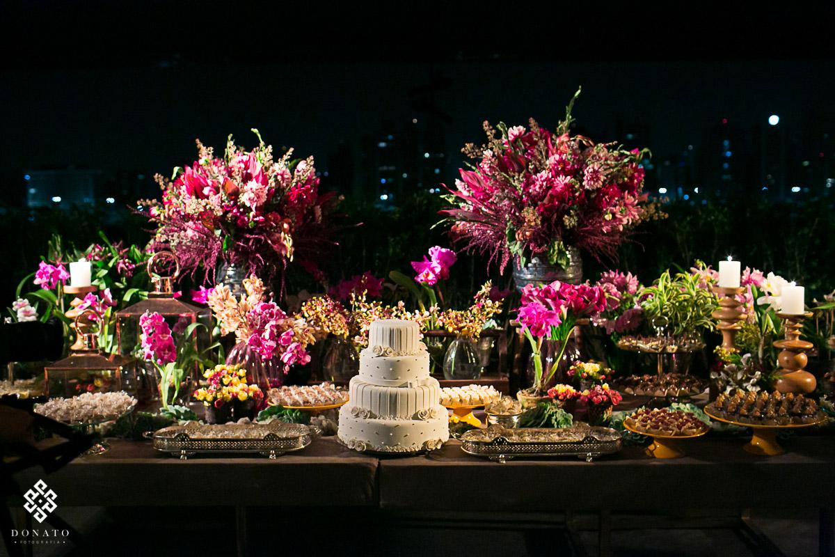 Mesa do bolo, decorada pela Adriana Vianna Rocha