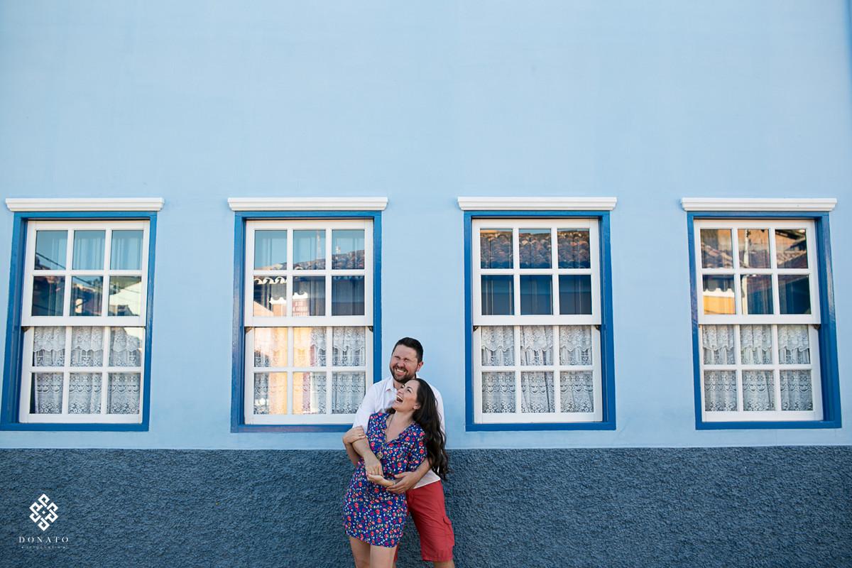 sao-luiz-do-paraitinga-ensaio-pre-wedding-camila-felipe-book-divertido-casal-lindo