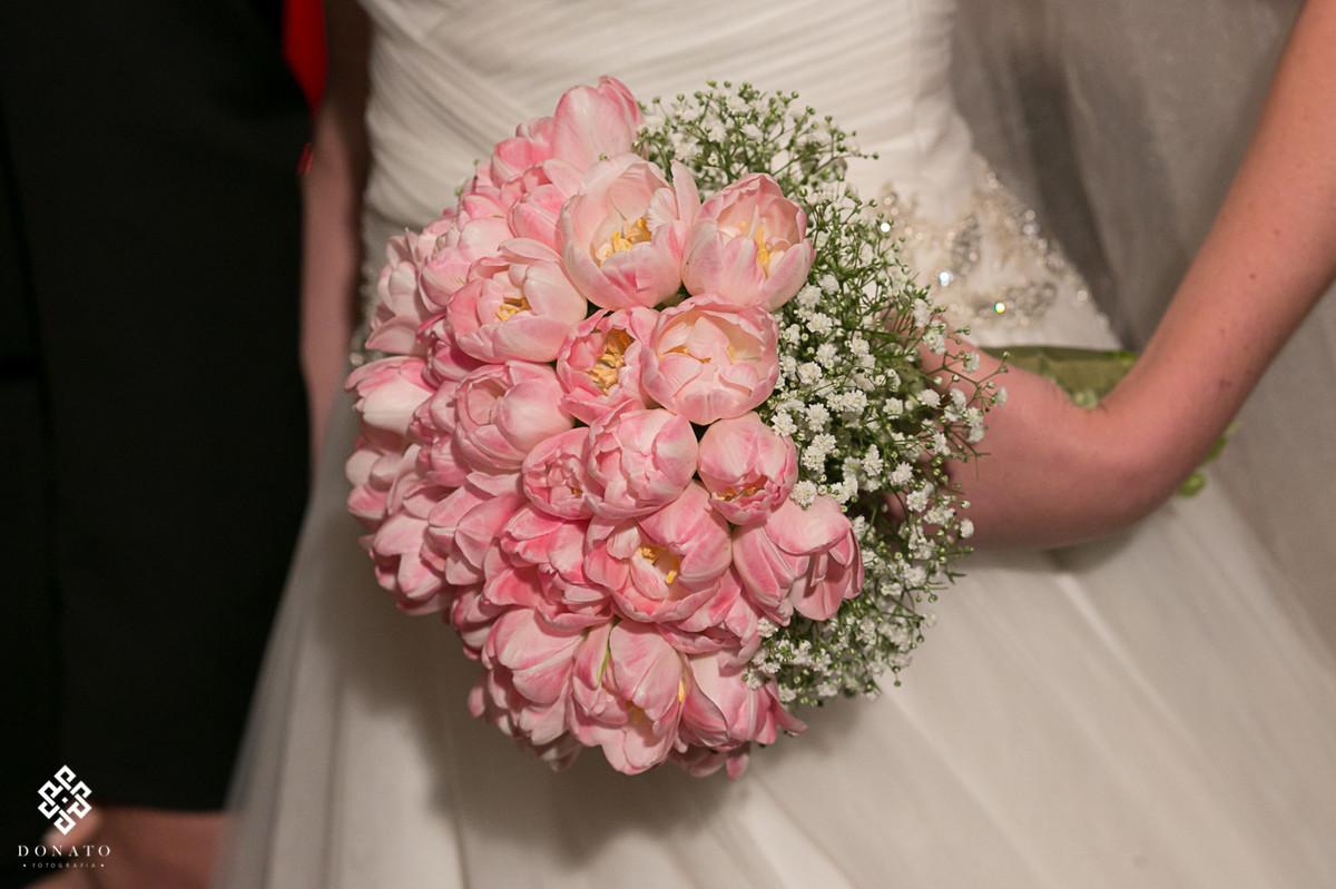 lindo detalhe do bouquet, na cor rosa, feito pela decoração do Villa Bisutti sp.
