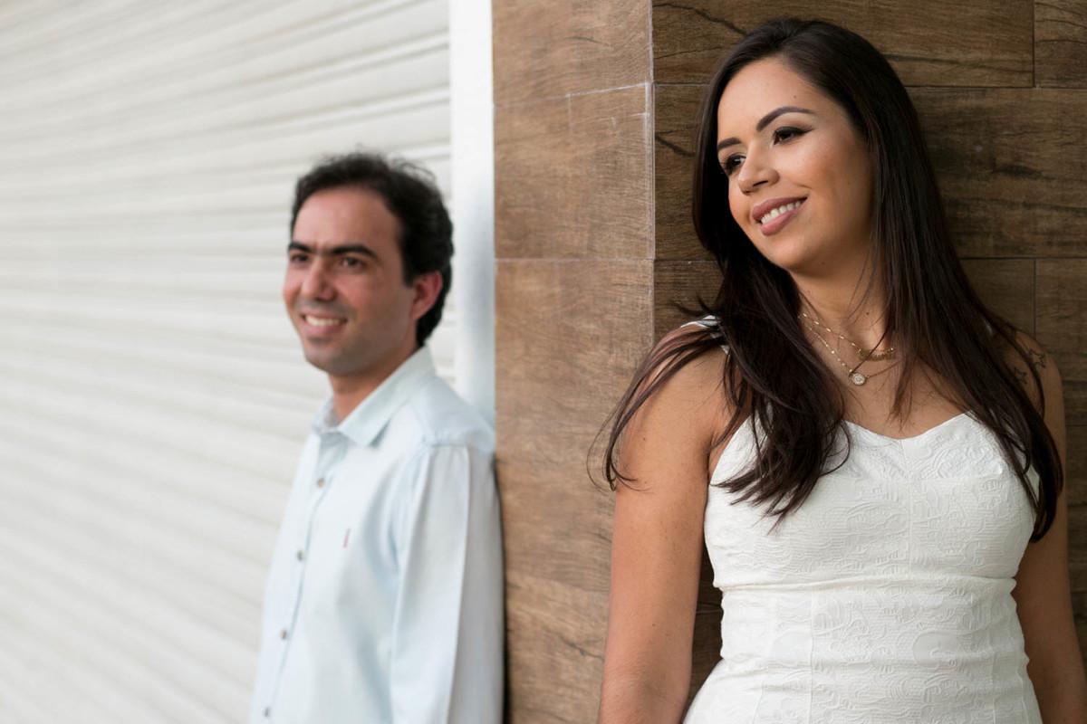 Aqui os noivos ficam em áreas de contraste, dividindo o quadro ao meio.