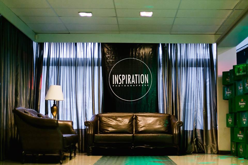 sofa com logo do inspirations