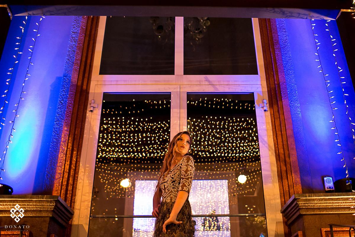 retrato da debutante em frente ao buffet kristian platz.