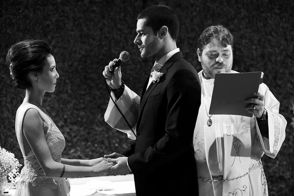 Noivo faz a sua declaração a noiva.