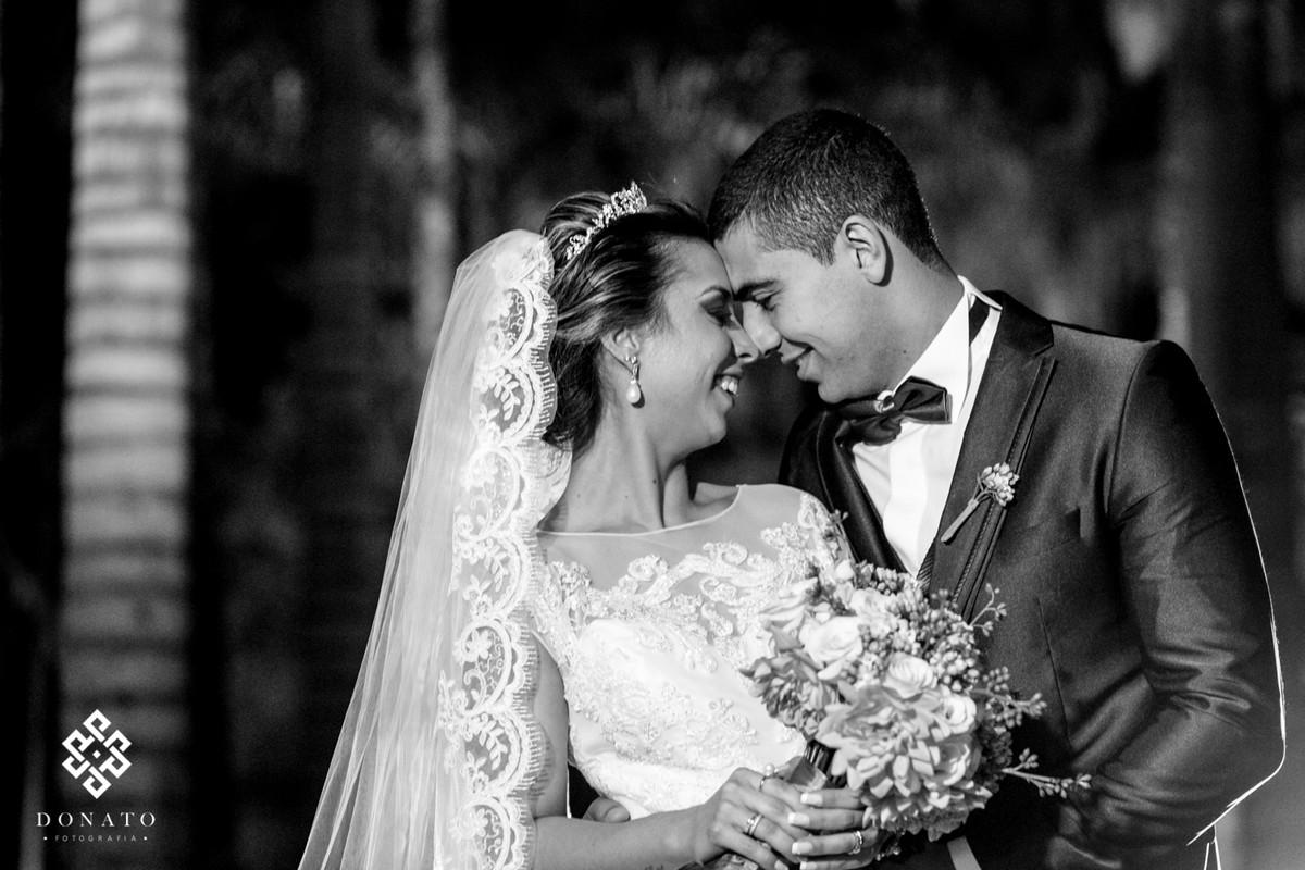 Retrato em Branco e Preto dos noivos.