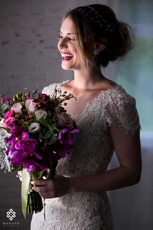 retrato da noiva, na janela da fazenda 7 lagoas.