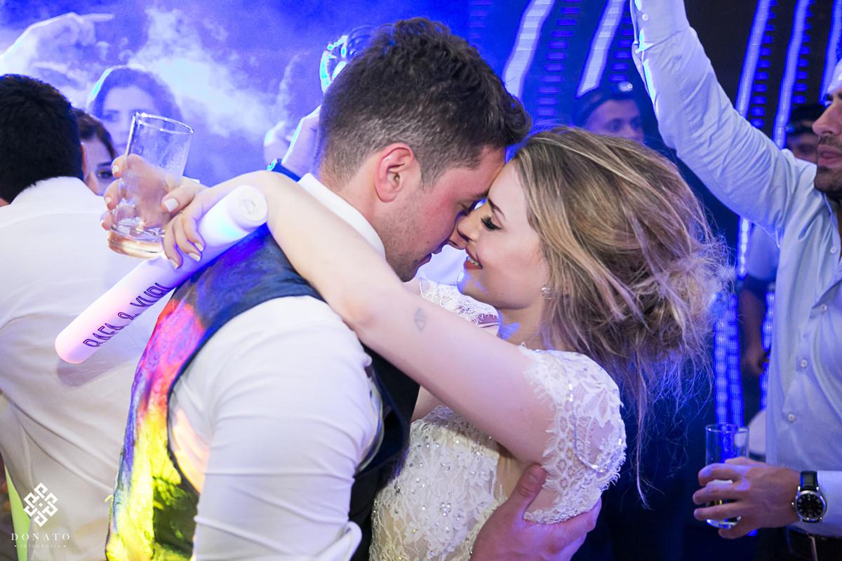 noiva dança com o noivo..