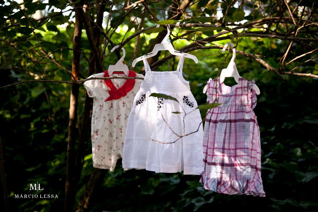 As roupinhas de bebê no Ensaio de Gestante por Márcio Lessa | Fotografia