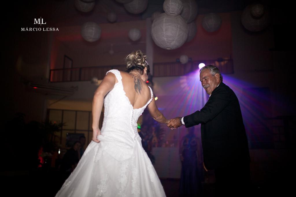 Pai e filha dançando. Casamento na Lofty Kingdom Eventos, Rio de Janeiro, RJ, por Márcio Lessa | Fotografia