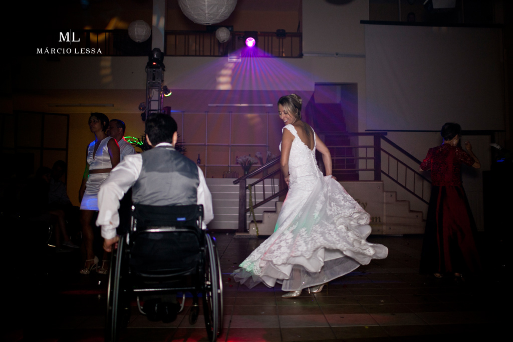 Noivo cadeirante e a noiva na pista! Casamento na Lofty Kingdom Eventos, Rio de Janeiro, RJ, por Márcio Lessa | Fotografia