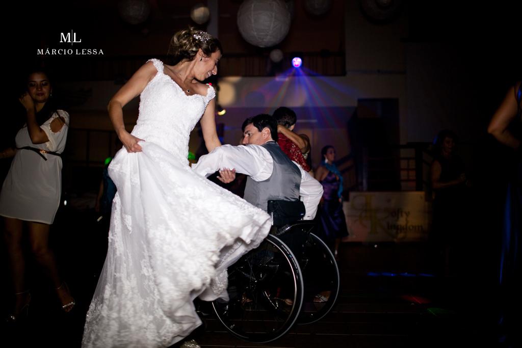 Os noivos e a dança em harmonia. Casamento na Lofty Kingdom Eventos, Rio de Janeiro, RJ, por Márcio Lessa | Fotografia