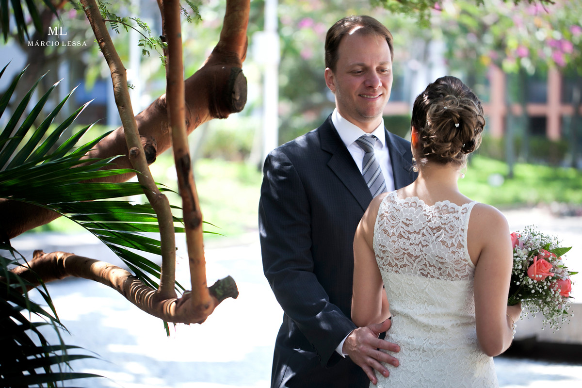Troca de olhares dos noivos no Casamento Civil no Shopping Downtown na Barra da Tijuca RJ
