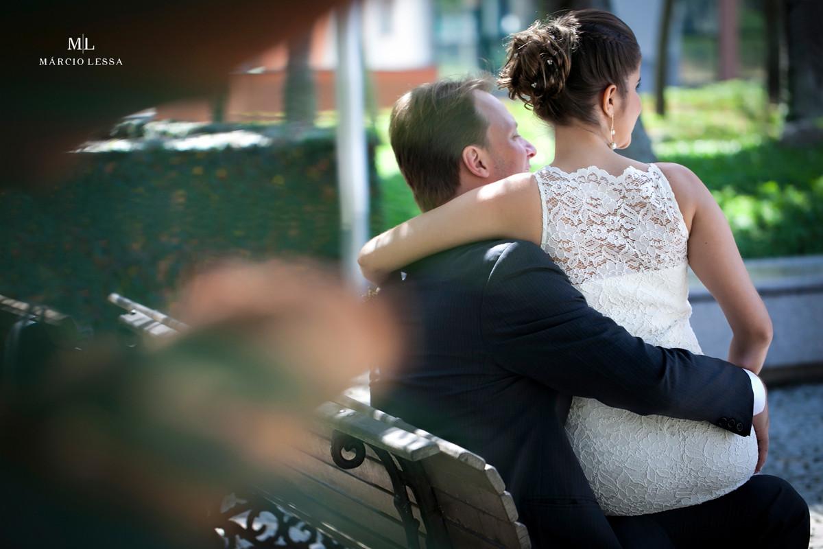 Contemplação dos noivos após o Casamento Civil no Shopping Downtown na Barra da Tijuca RJ