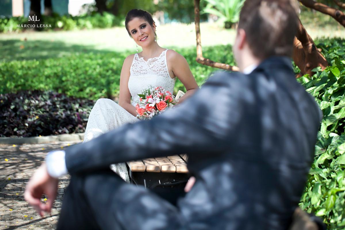 Conexão e olhares dos noivos | Casamento Civil no Shopping Downtown na Barra da Tijuca RJ