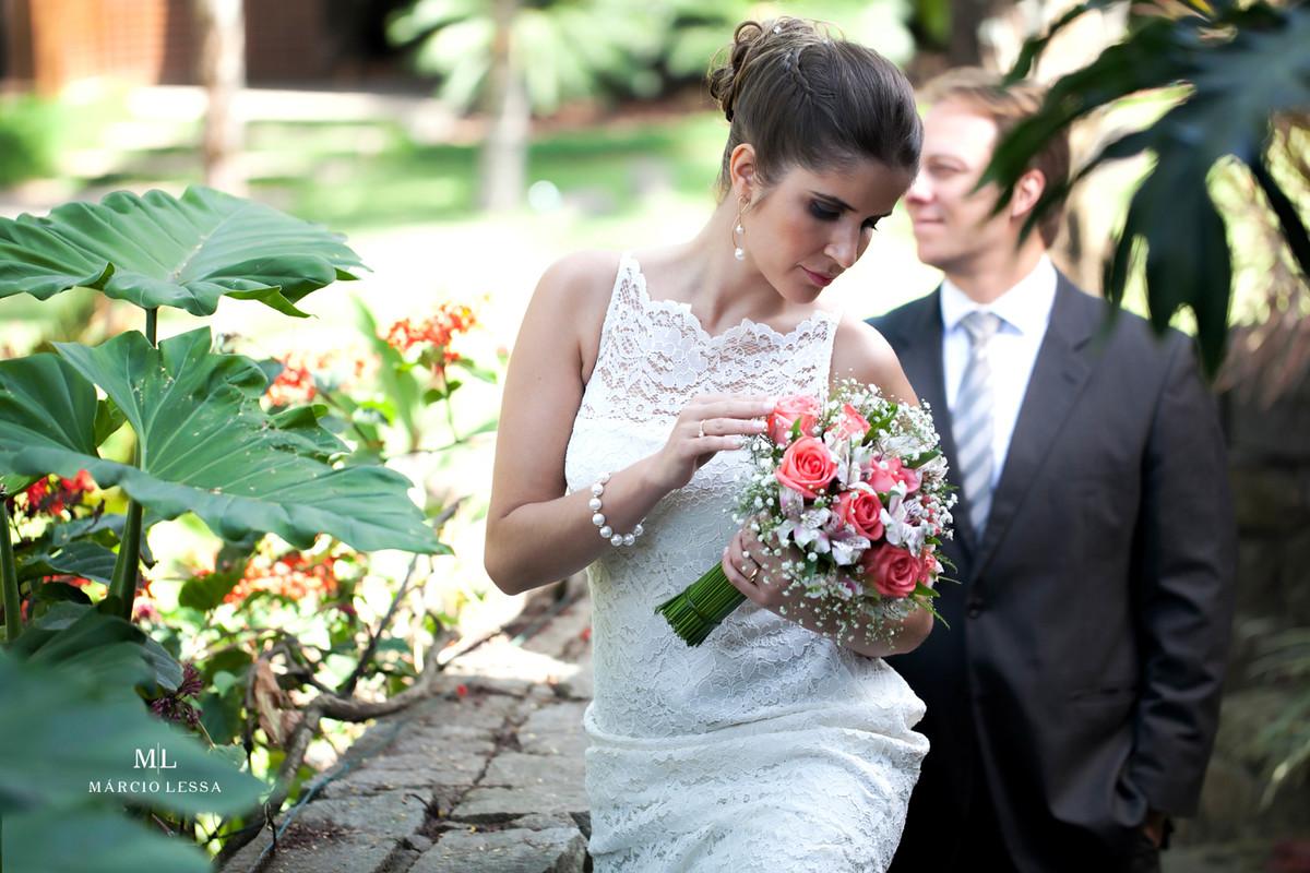 A noiva posando de modelo | Casamento Civil no Shopping Downtown na Barra da Tijuca RJ