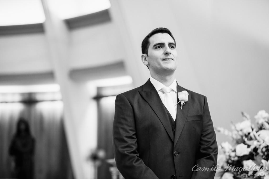 noivo a espera da noiva no altar