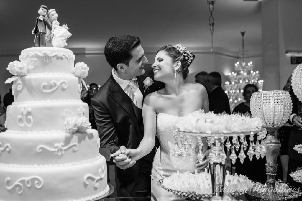 corte do bolo romantico fotografia