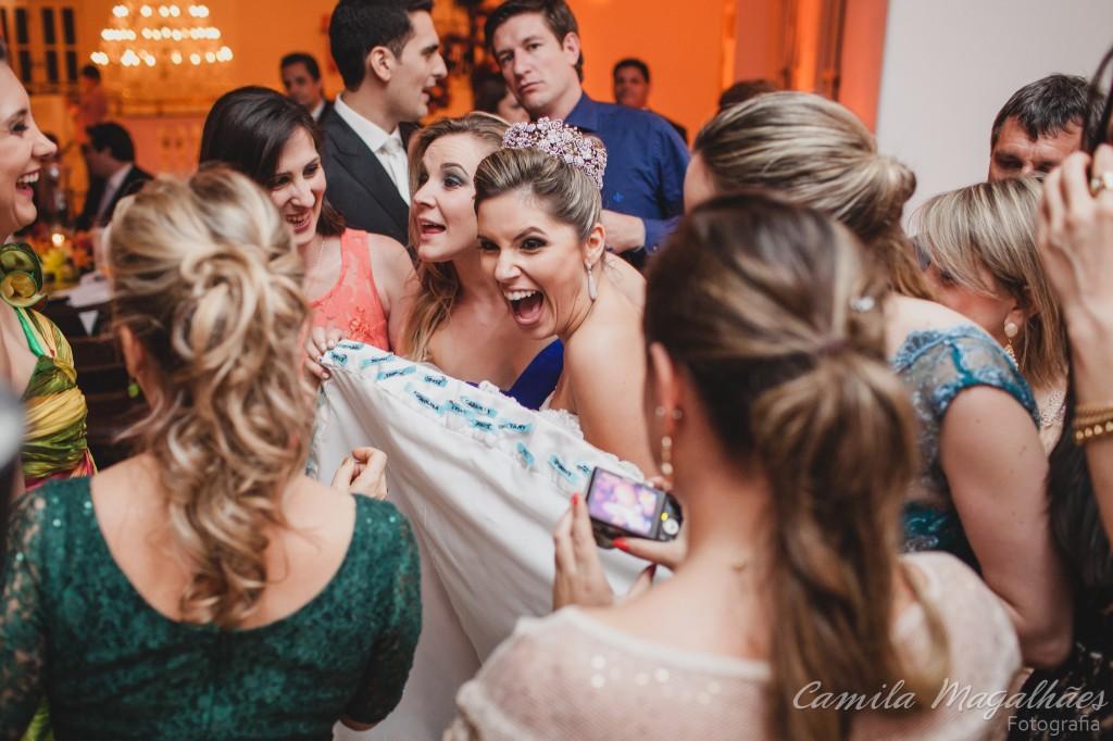 nome na barra do vestido de noiva foto