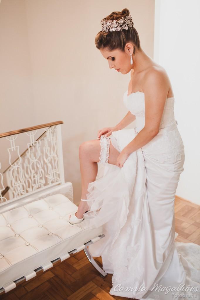 Noiva ficando pronta para o casamento