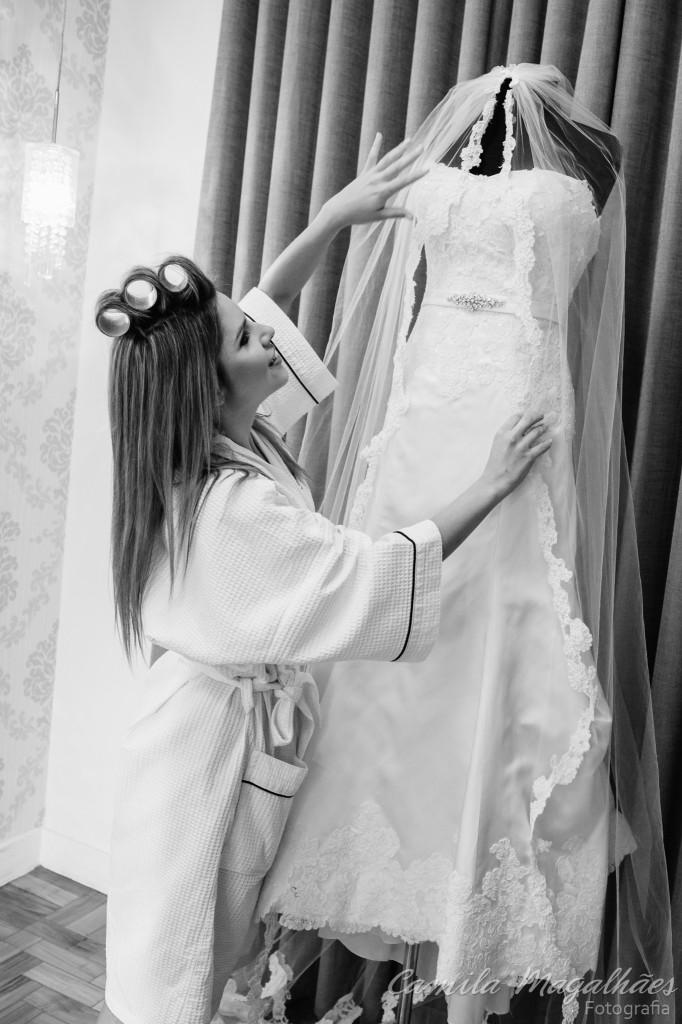 Noiva com o seu vestido fotografia Camila Magalhães