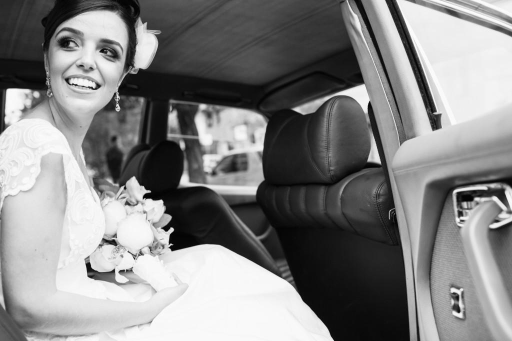 noiva no carro casamento