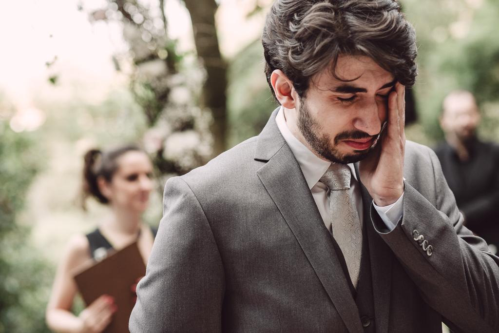 noivo emocionado casamento
