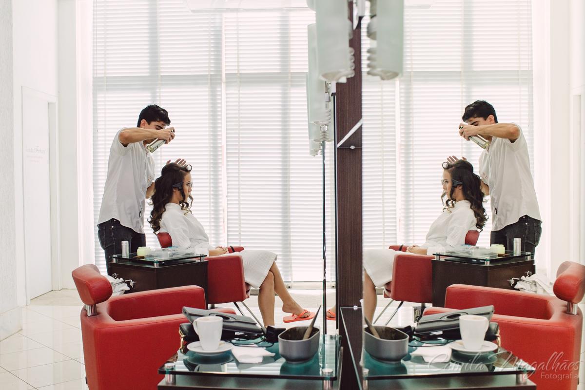 arrumando o cabelo