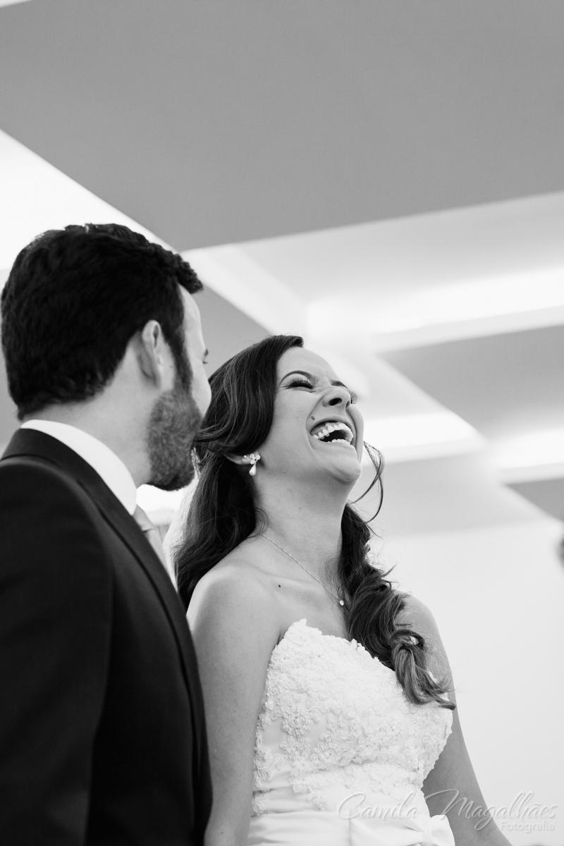 Noiva feliz Camila Magalhães Fotografia