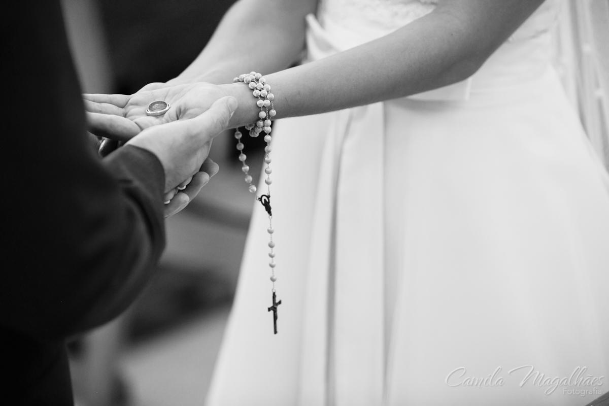 Alianças e terço com a noiva