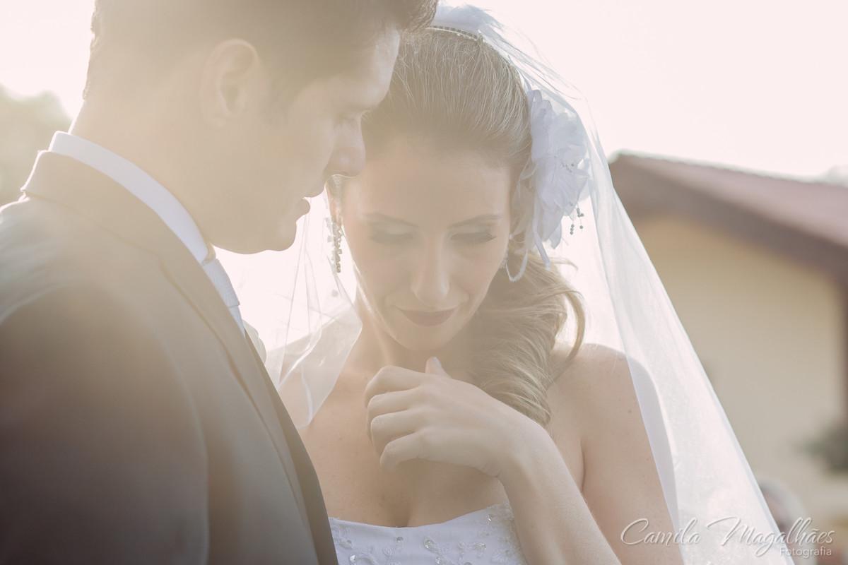 Noiva se emociona em casamento diurno