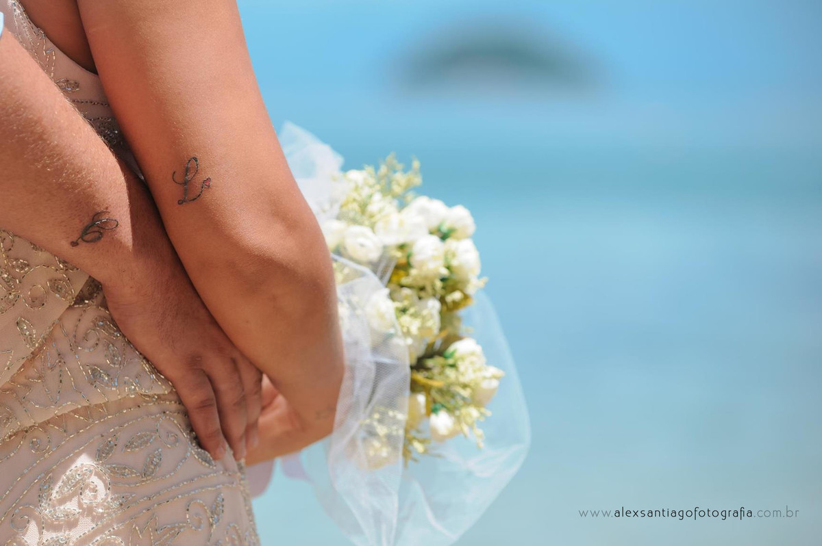 buque casamento chuvisco, buque casamento paraty, buque casamento angra dos reis, buque simple para noiva, tatuagem de casal, tatuagem casamento,