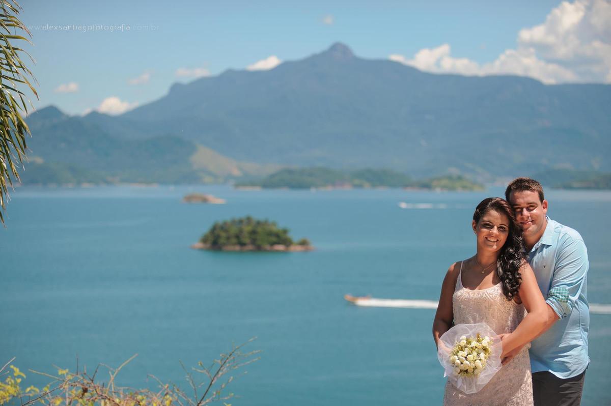 casamento na ilha grande, vestido de noiva com brilho para dia, vestido de noiva rosa, vestido de noiva curto, casamento paraty, casamento angra dos reis