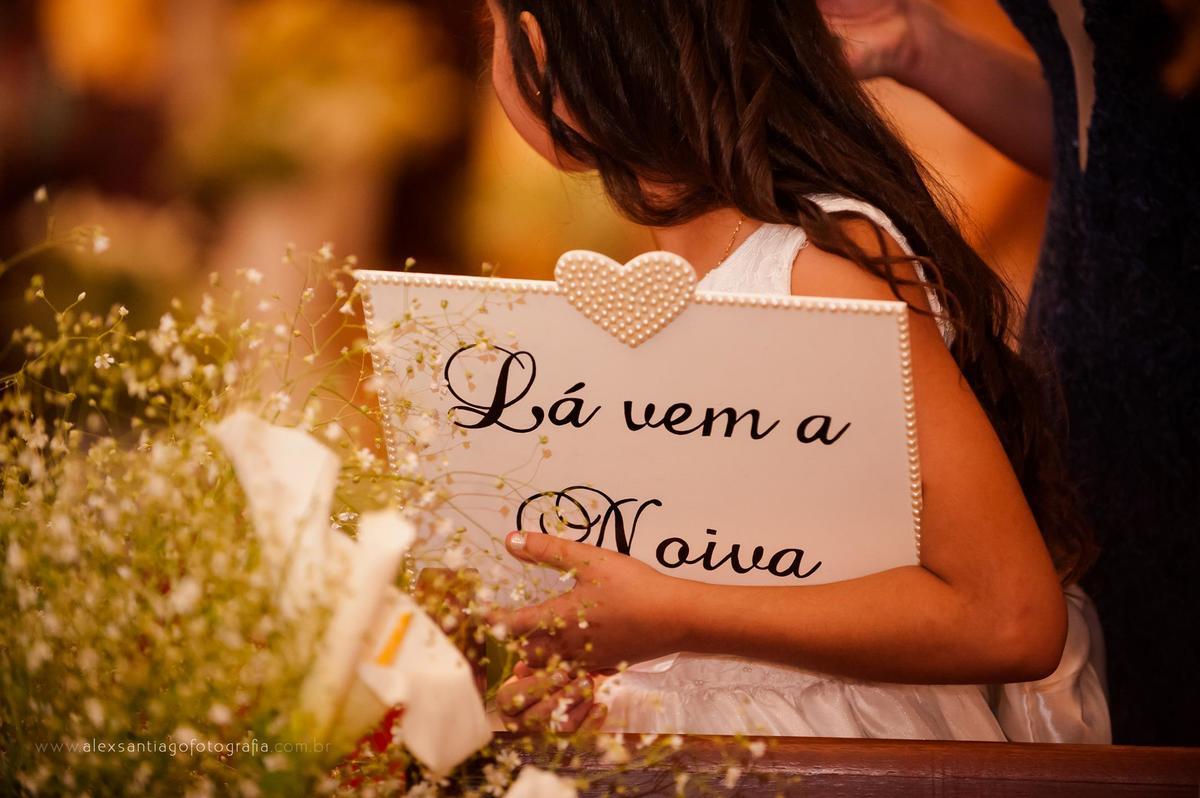 diy placa lá vem a noiva, placa lá vem a noiva rio de janeiro, inspiração vestido dama de honra, casamento igreja matriz angra dos reis, casamento igreja matriz paraty, casamento igreja são josé rj,