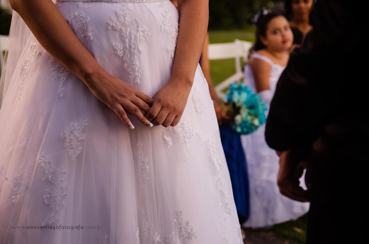 vestido da noiva tule, bella sposa, cortejo centro histórico de paraty, casamento casa paroquial paraty casamento pousada paraty, casamento sítio paraty,