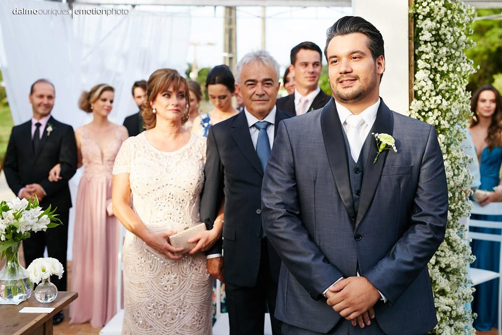 Cerimônia de Casamento, Estância Biguaçu, Casamento ao ar livre,  noivo no altar; Fotógrafo de casamento em Florianópolis