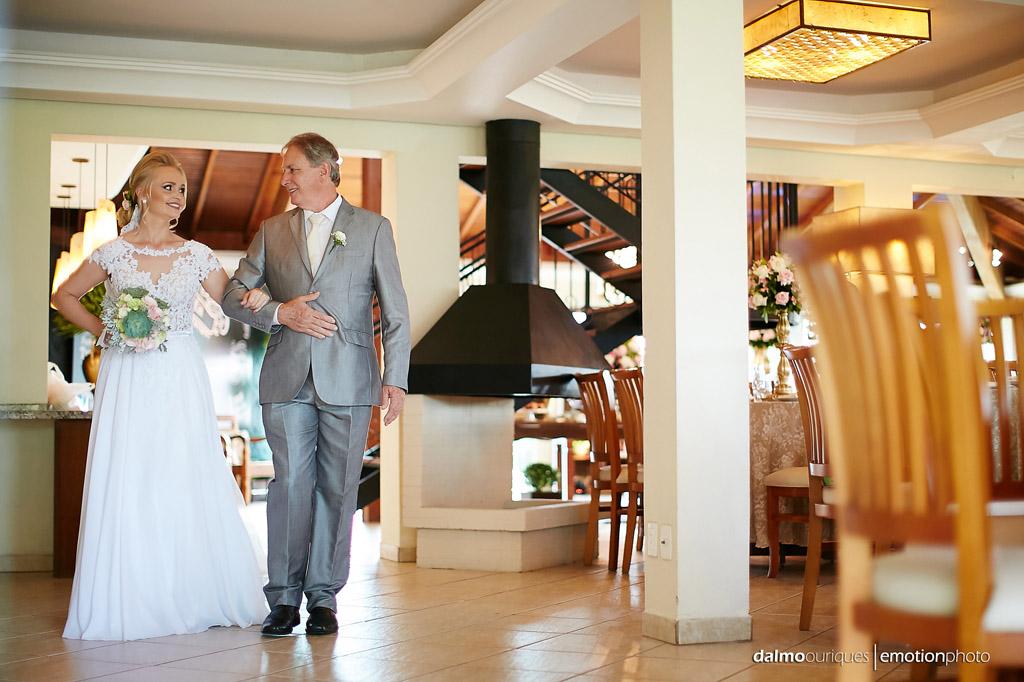 Cerimônia de Casamento, Estância Biguaçu, Casamento ao ar livre,  entrada da noiva; Fotógrafo de casamento em Florianópolis; Fotografia de casamento em Florianópolis