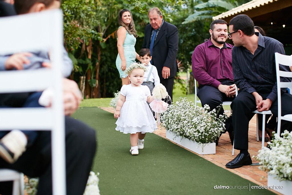 Cerimônia de Casamento, Estância Biguaçu, Casamento ao ar livre, entrada da daminha; Fotógrafo de casamento em Florianópolis