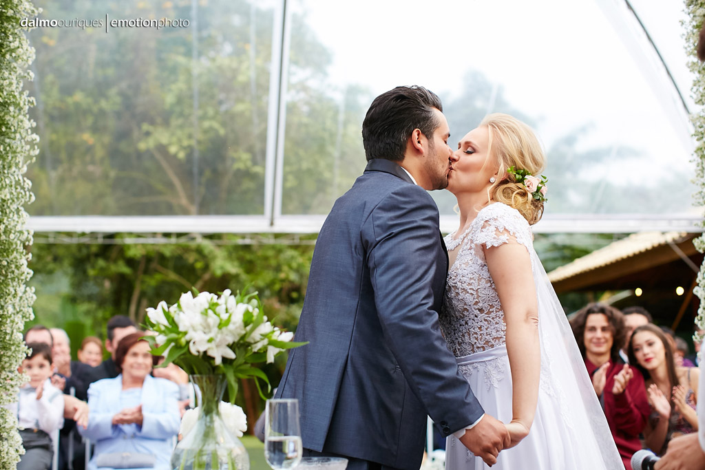 Cerimônia de Casamento, Estância Biguaçu, Casamento ao ar livre, beijo dos noivos