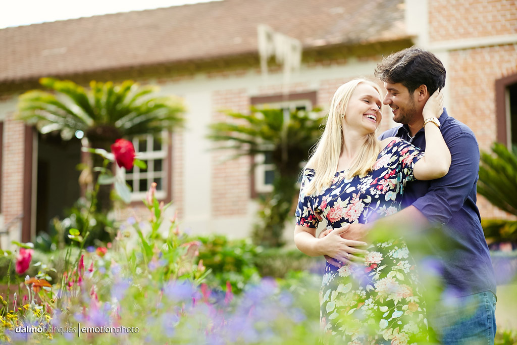 Pré Wedding em Rancho Queimado; Ensaio de casal com flores;
