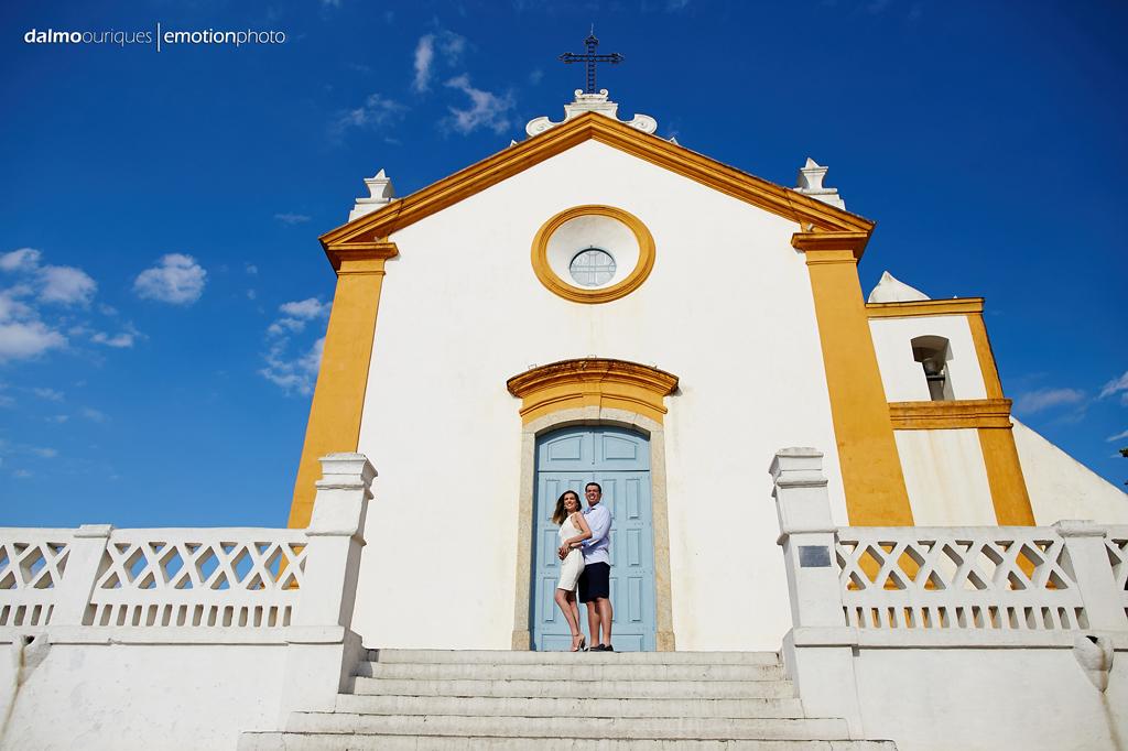 Santo Antônio em Lisboa; ensaio de casal em Floripa, fotografia de casal, ensaio no campo; igreja em Santo Antônio